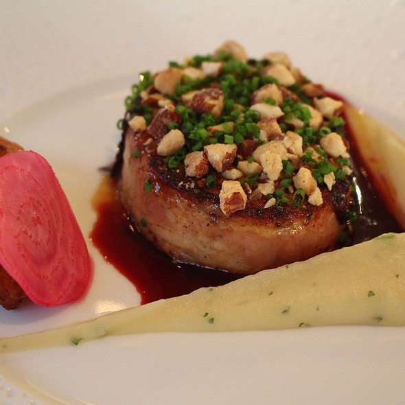 Rouleau of pearl, a sauce of Madeira and shalot @ Aan De Zweth