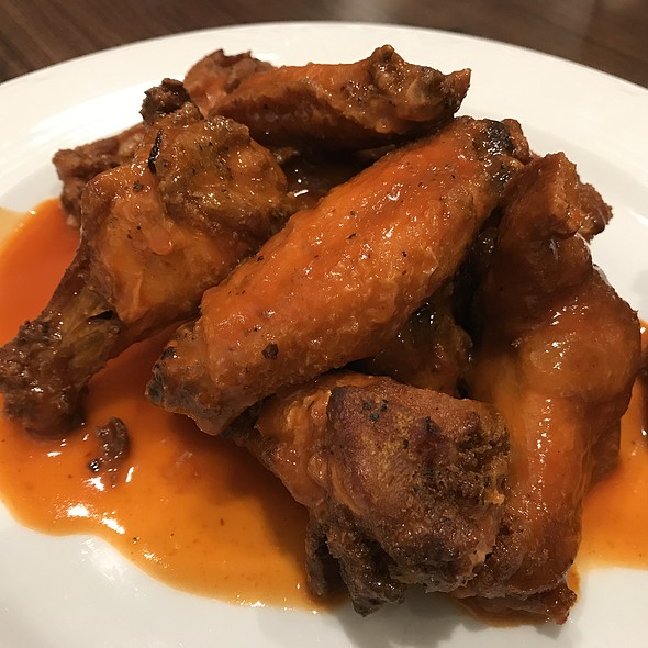 Buffalo Hot Wings @ Castle Diner & Family Restaurant