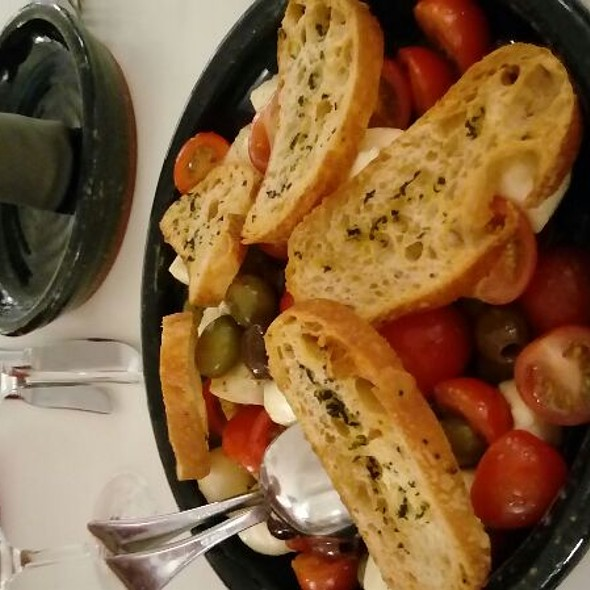 Mozarella With Tomatoes And Bread