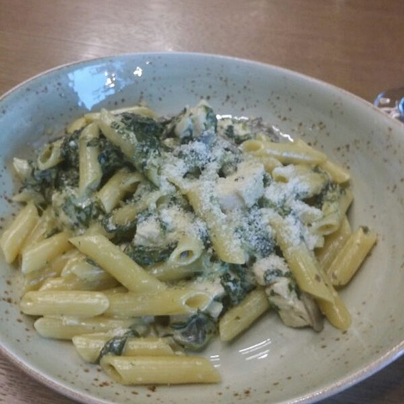 Penne Pasta With Chicken & Mushrooms in Creamy Garlic Sauce With Added Parmesan Cheese
