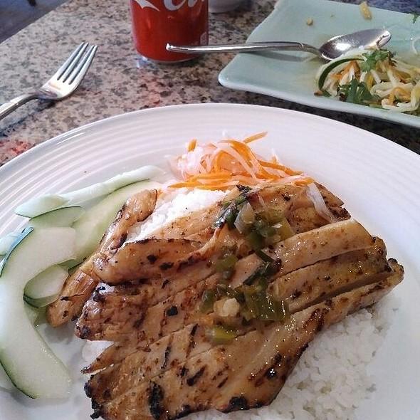 Cơm tấm Thit Bò  @ Com Vietnamese Grill