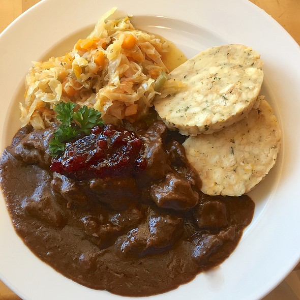 Stag ragout with bread dumplings