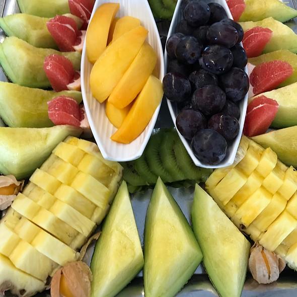 Assorted Fruits Buffet