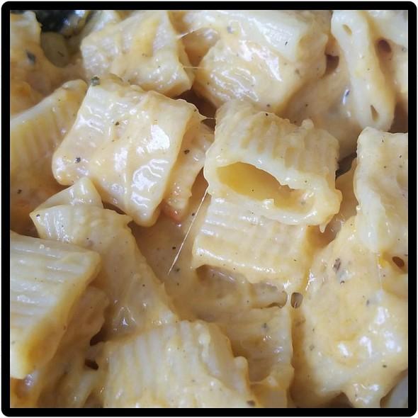 Buttertnut Squash Pasta Mac N Cheese