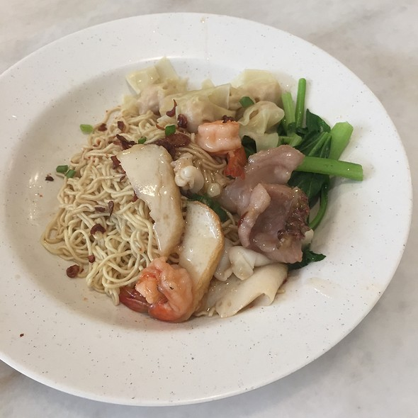 Kolo Mee With Seafood & Wanton @ The Tuckshop Kiulap