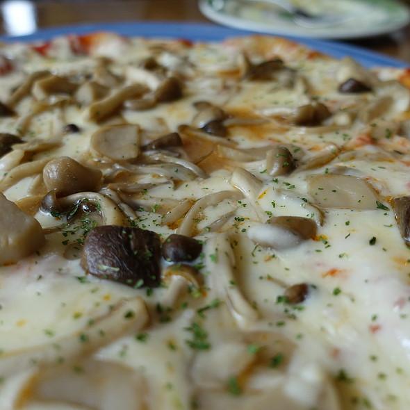たっぷり茸のピッツァ @ 田沢湖ビールブルワリーレストラン