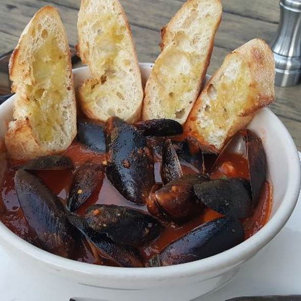 Spicy Mussels Pomodoro