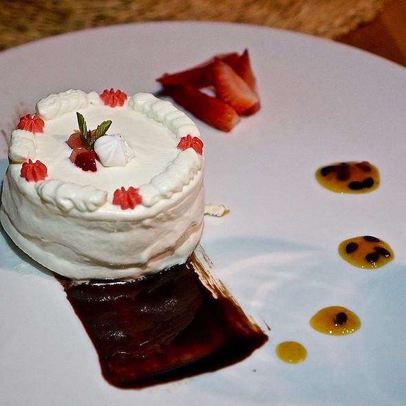 Lucuma meringue cake