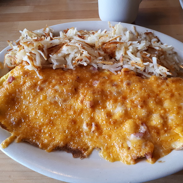 Melted Jack and Cheddar Cheese Omelette with Hash Brown Potato