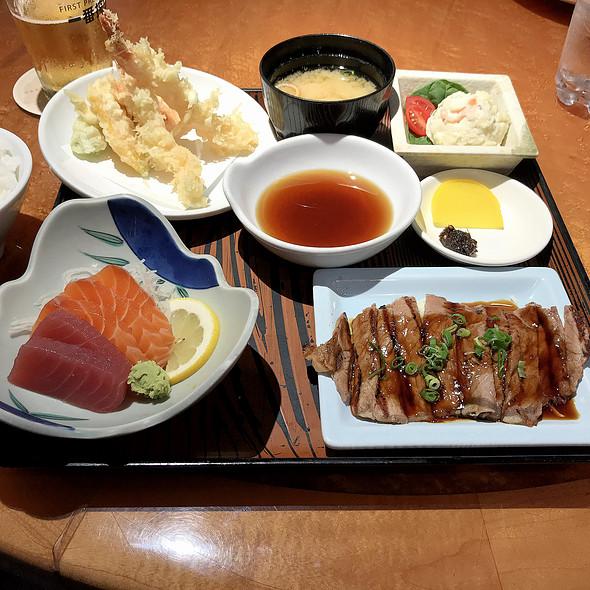 Lunch Special - Tempura, Beef Teriyaki, and Sashimi @ Odori-Ko