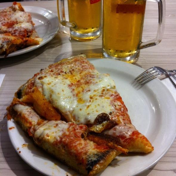 Pizza al trancio @ Pizzeria Spontini