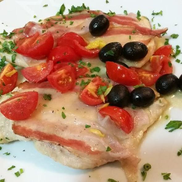 Petto Di Pollo Con Pancetta E Pomodorini @ La sosta del Nici