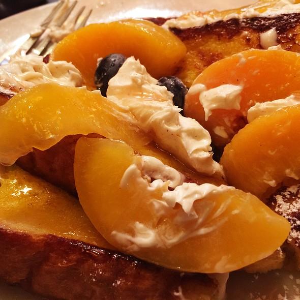 Peaches & Cream @ Pegasus