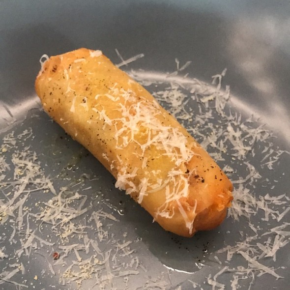Truffled Mac & Cheese Spring Roll