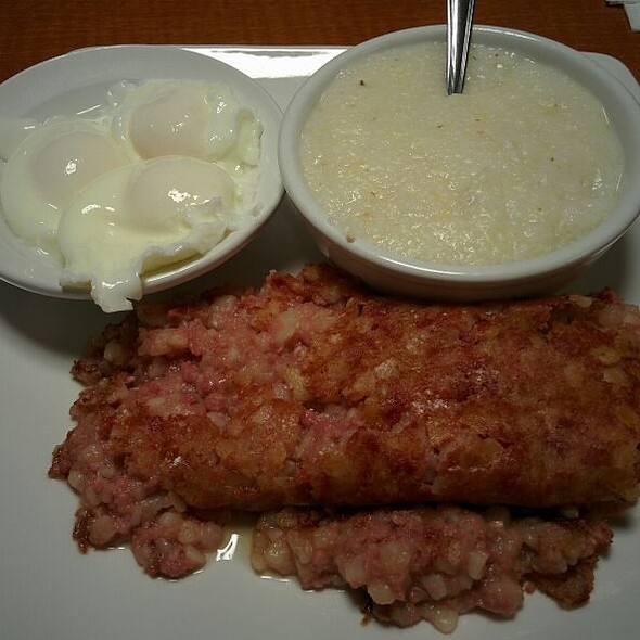 Corned Beef Hash @ Petie's Family Restaurant