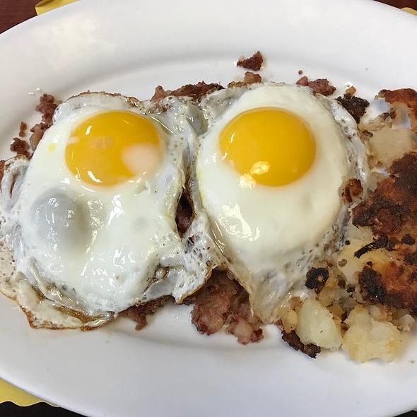 Corned Beef Hash & Eggs Sunny Side Up