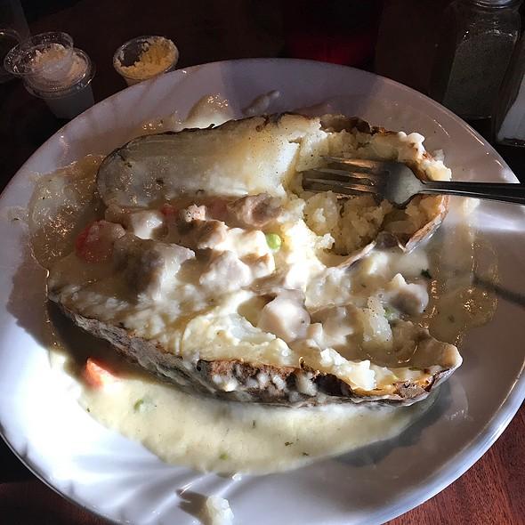 Chicken Pot Pie Potato @ Rob & Krickets Tater Patch