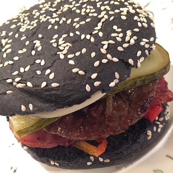 Black Betty Burger @ Home Sweet Home Sir Aqua