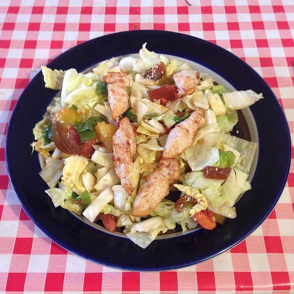 Salad With Chicken @ Foound - Concept Store / Centre Culturel