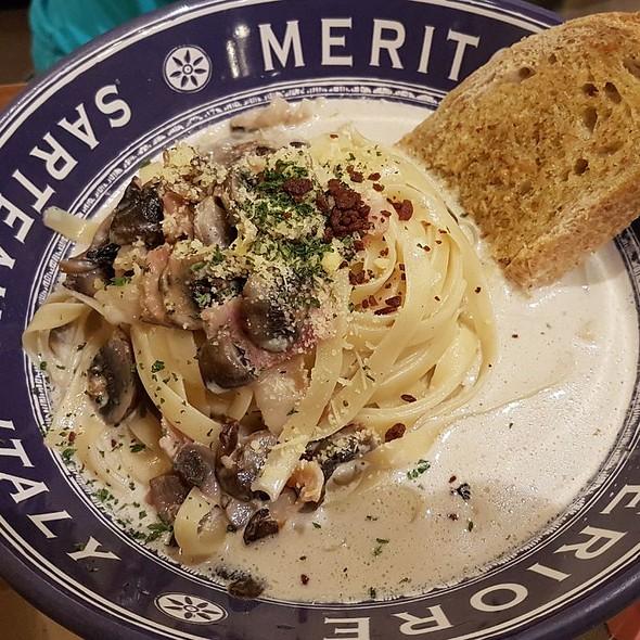Mushroom Cream Pasta