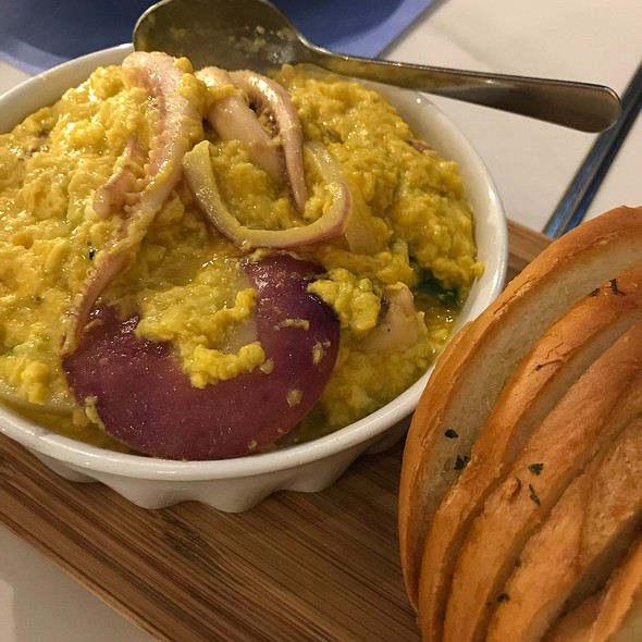 Salty Egg Squid With Garlic Bread