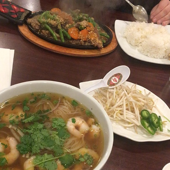 Pho Tom & Sizzling Beef
