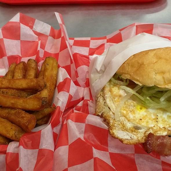 Bacon Royal Burger @ The Burger Shop