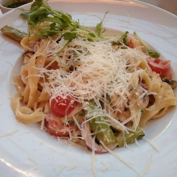 Tagliatelle Wirh Pancetta Cream And Shrimp