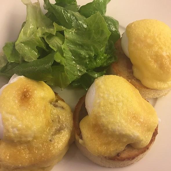 Eggs Benedict @ BAKER & SPICE