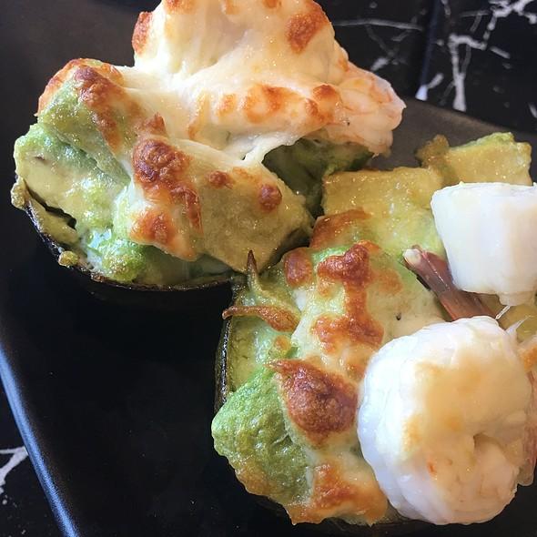 7 Shrimp & Scallop Bakes In Avocado With Cheese