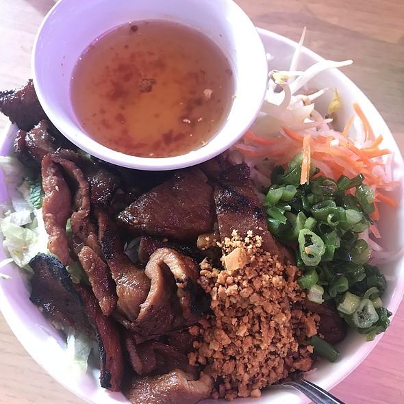 Pork vermicelli salad
