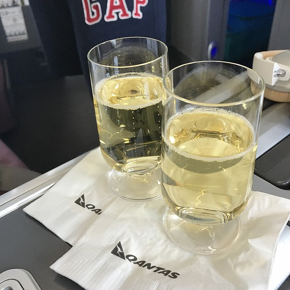 Champagne @ Qantas Business Class Qf15