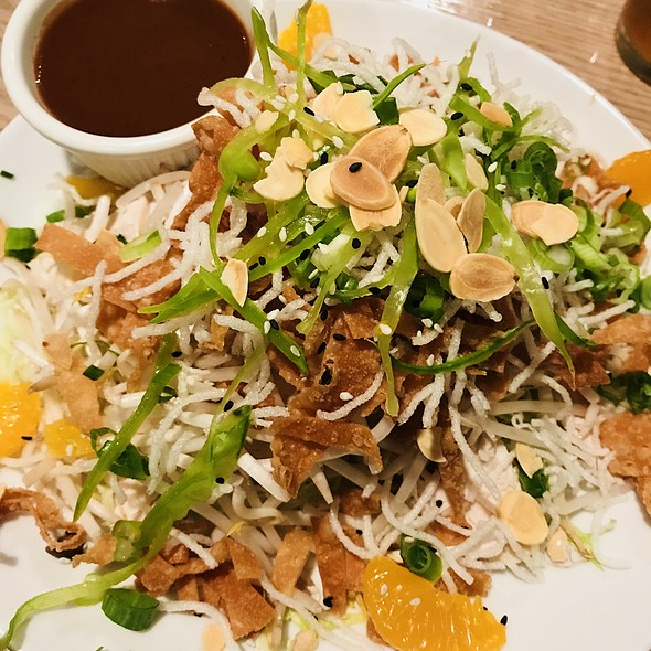 Asian chicken salad @ Redondo Beach Brewing Co