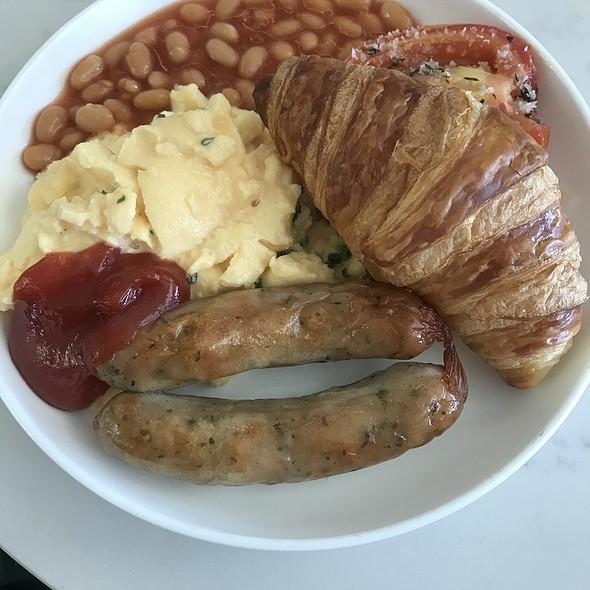Sausage And Eggs @ Qantas Club Brisbane