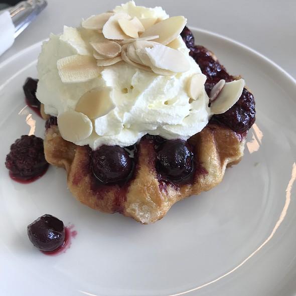 Berry Waffle @ Qantas Club Brisbane