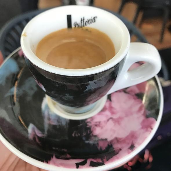 Espresso @ Qantas Club Business International Airport