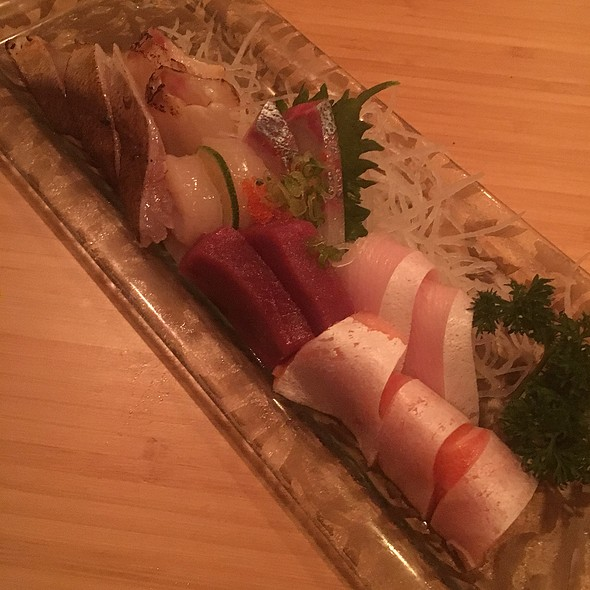 Seasonal Sashimi Chef's Selection