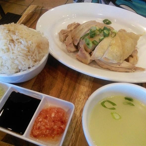 Signature Hainanese Chicken Rice @ Fav Cafe
