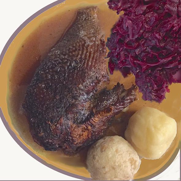 Martini Goose, potatoe and bread dumplings, blue cabbage @ Hausmair's Gaststätte