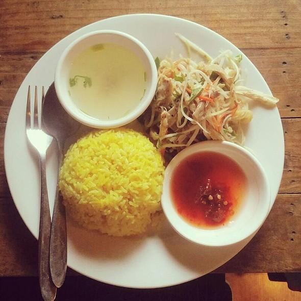 Com Ga Hoi An (Chicken Rice) @ Moc Cafe Shop