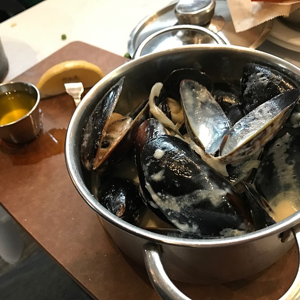Blk. Mussles In Wht. Wine Sauce @ Enterprise Fish Co.