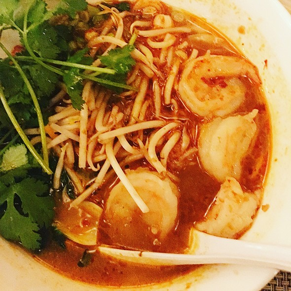 Spicy Seafood Soup (Laksa)