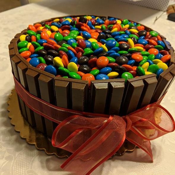 Kit Kat & M&M Cake