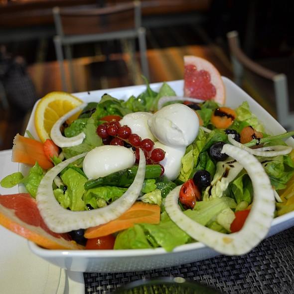 mozzarella salad @ Lasagna Tiramisù