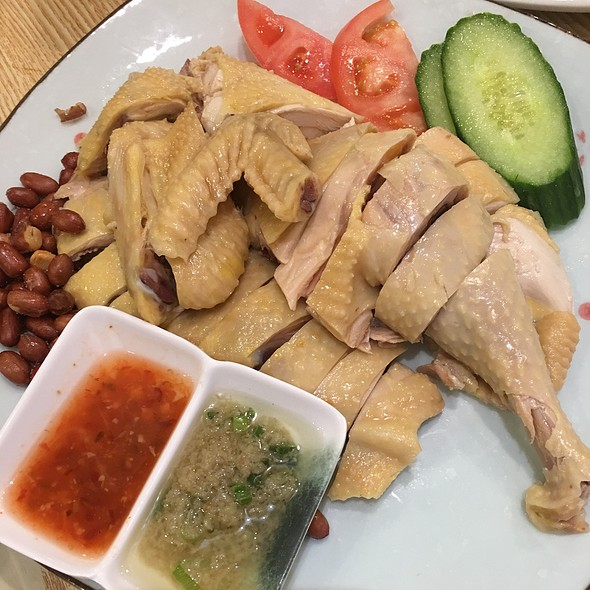 Steamed Hainanese-Styled Chicken