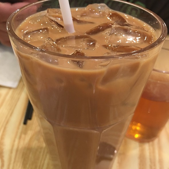 Iced Cold Hong Kong Style Milk Tea And Coffee @ Van. Tea Cafe