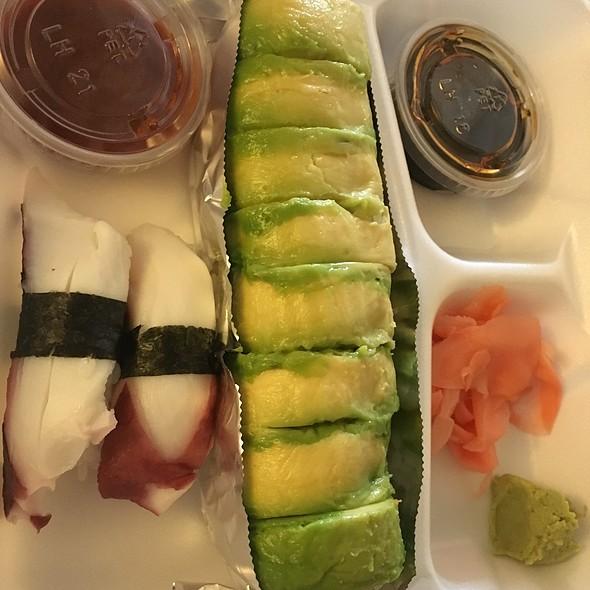 Sushi @ Love Sushi