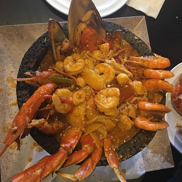 Molcajeta Kora (7 Seafood Stew) @ Mariscos El Gato (El Original)