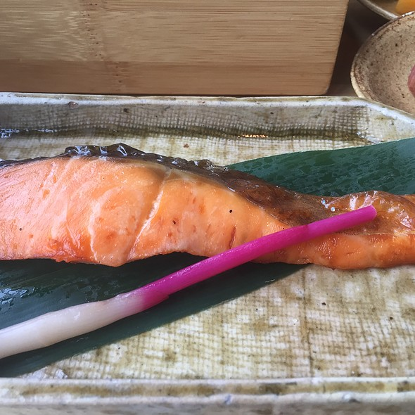 Broiled Salmon with Stick Ginger