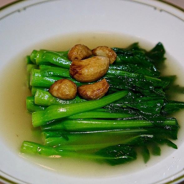 Superior broth braised choy sum, roasted garlic
